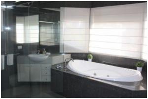montrose bathroom